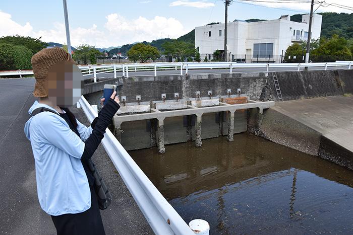 百間排水口を見学|相思社の水俣案内