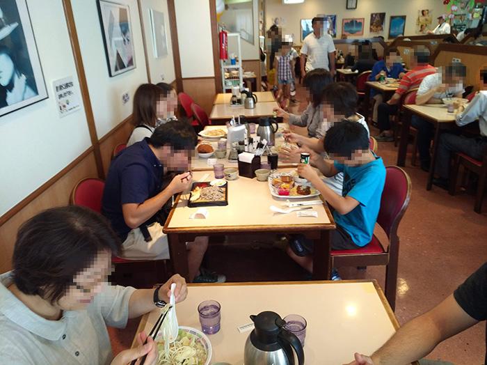 水光社本店ファミリーレストランで昼食|水俣病センター相思社