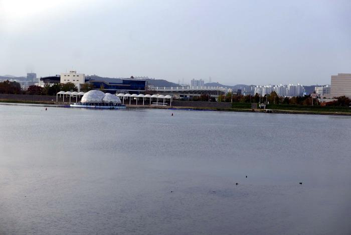 兄山江に作られているウォーターフロント|水俣病センター相思社