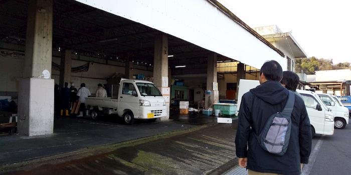 丸島魚市場にて|水俣病センター相思社の水俣案内